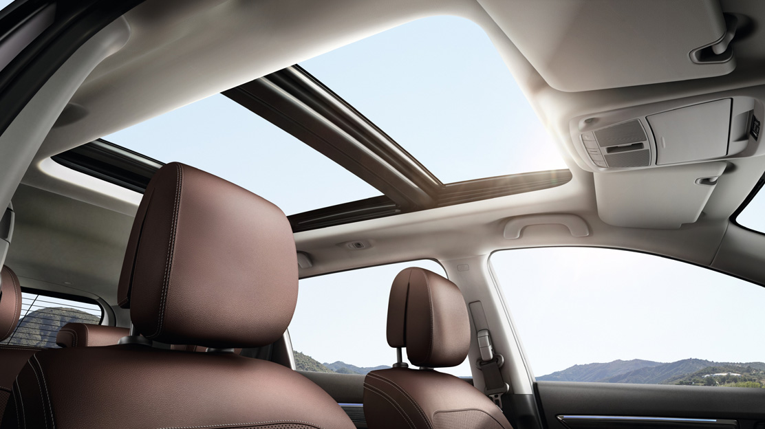 Opening panoramic sunroof