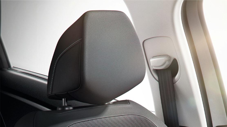 Actieve hoofdsteun zitplaatsen bestuurder en passagier vóór in hoogte verstelbaar
