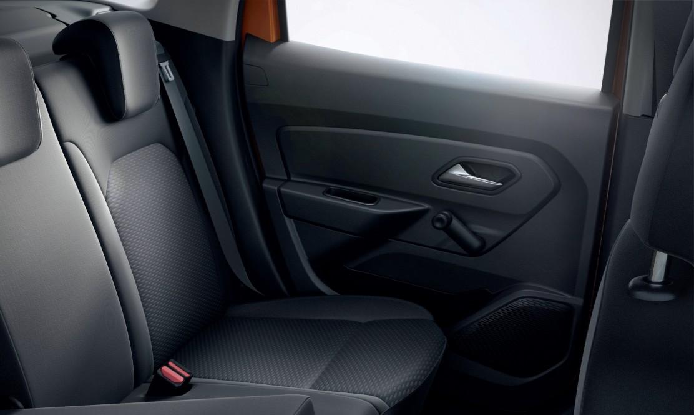 Manual rear windows