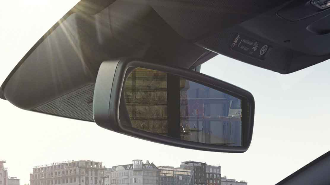 Auto dimming rearview mirror