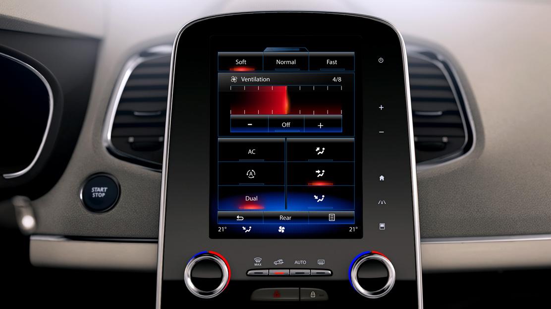 Climatización automática tri-zona con mando independiente en la 2ª fila