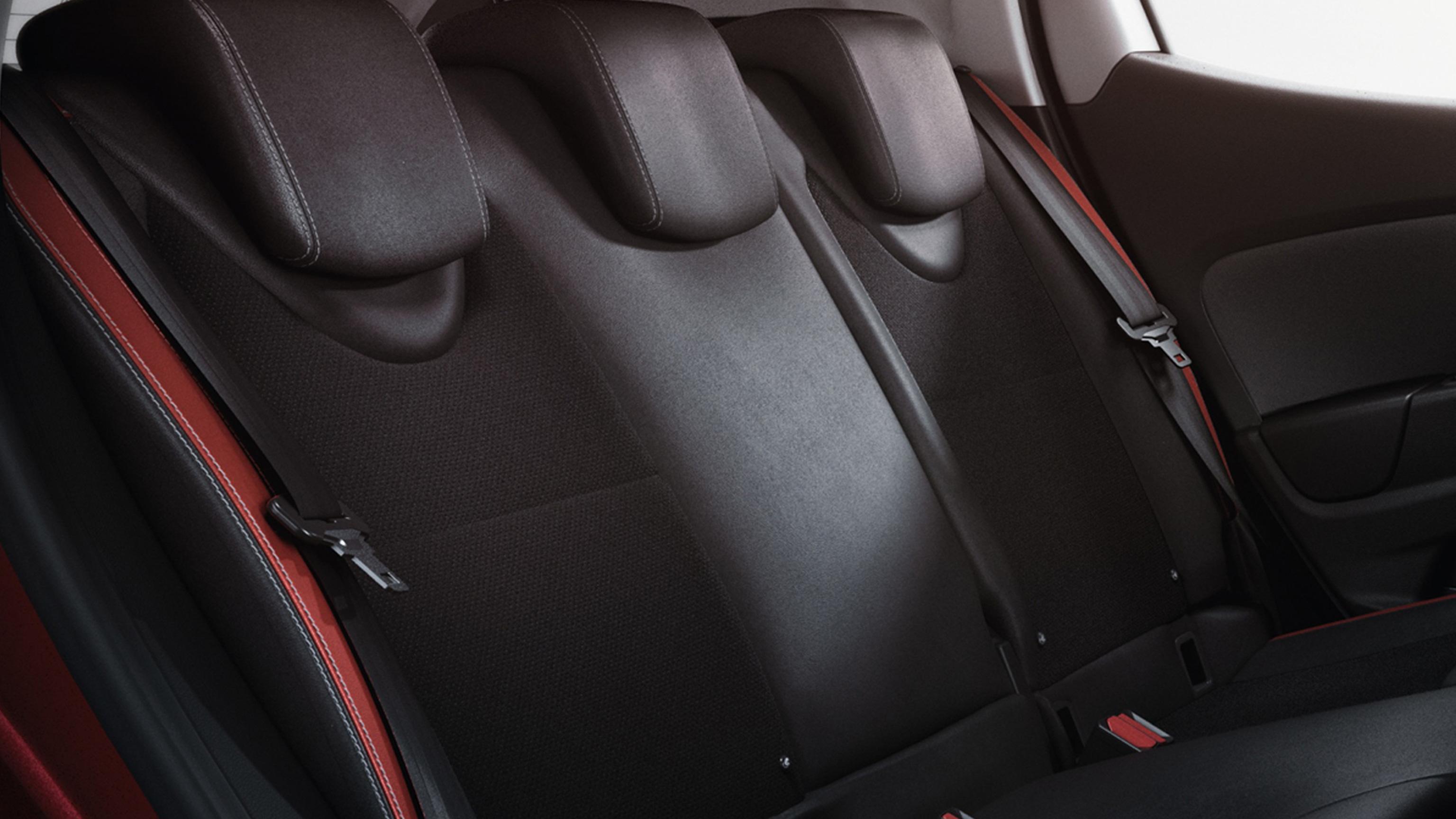 Ceintures de sécurité arrière 3 points avec limiteur d'effort intégré aux places latérales
