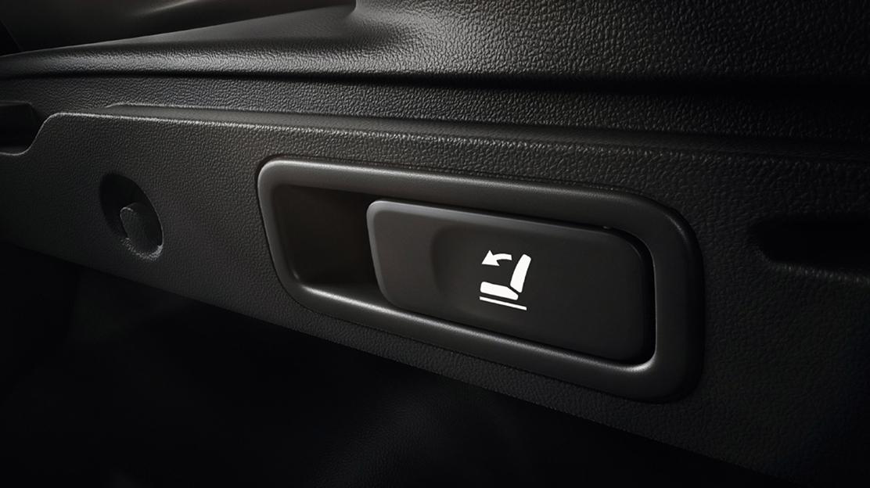Rücksitzbank 60/40 inklusive Easybreak (vom Kofferraum aus per Knopfdruck umklappbar)