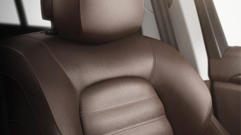 Asientos delanteros con regulación 6 vías + asiento conductor con regulación lumbar