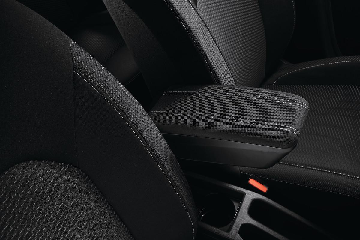 Сидіння водія з підлокітником, поперековою підтримкою та регулюванням за висотою