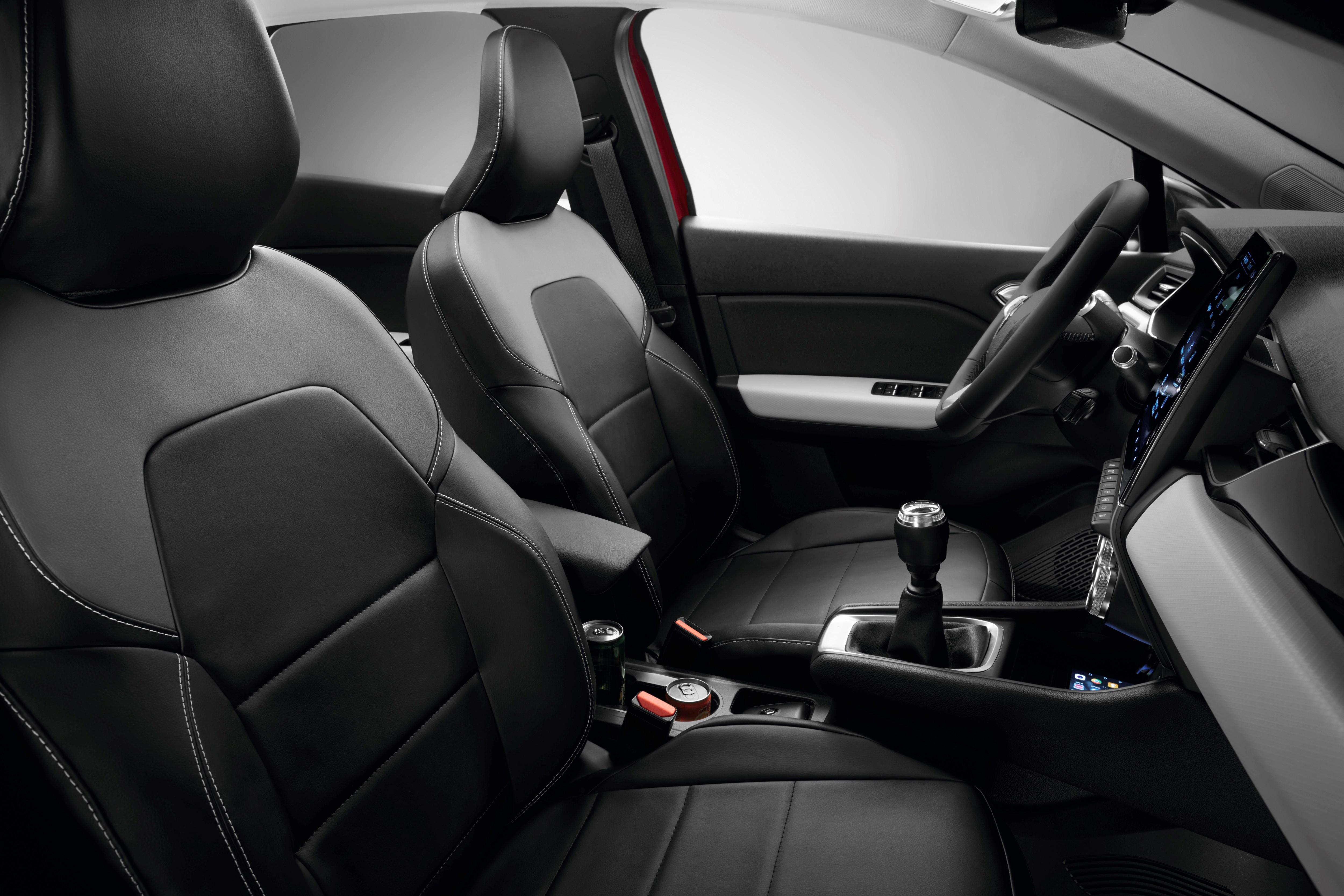 fotel kierowcy z regulacją elektryczną wysokości, oparcia, wzdłużną, manualną lędźwi