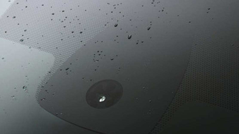 Koplampen met automatische ontsteking en ruitenwissers vooraan met regensensor