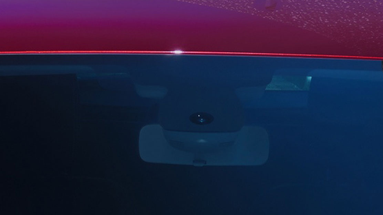 Projecteurs à allumage automatique et essuie-glaces avant à détecteur de pluie