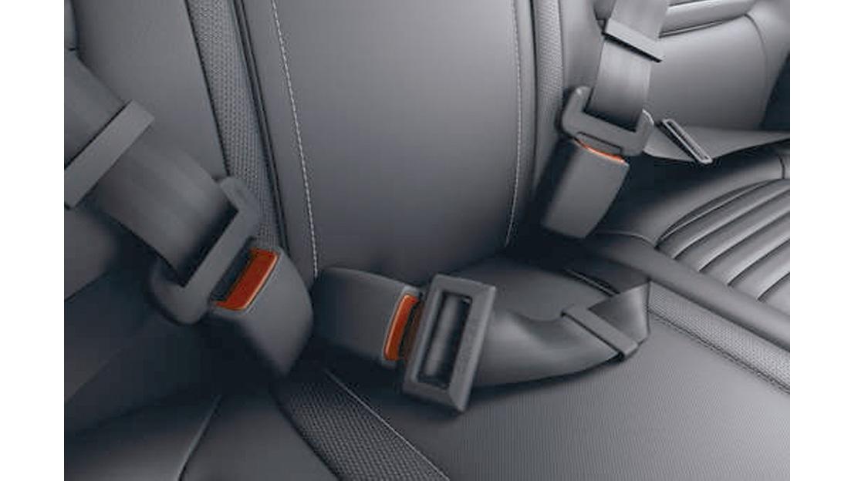Cinturón trasero central con tres puntos de anclaje