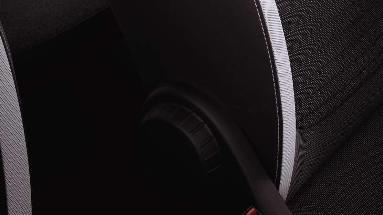 Siège conducteur réglable en hauteur et siège passager avec fonction mise en tablette