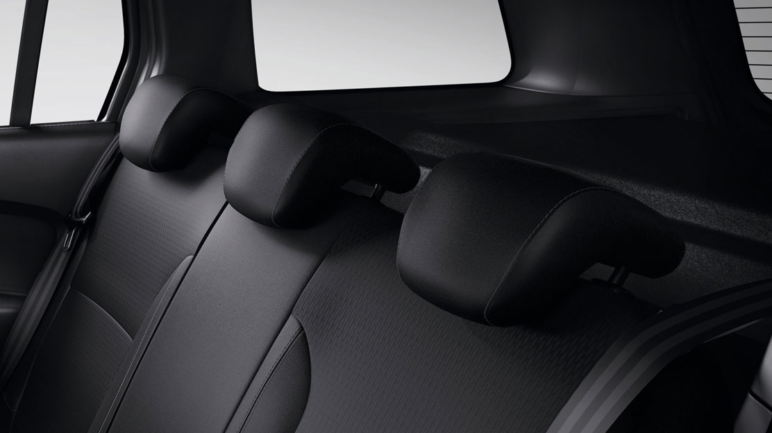 3 x Height adjustable rear headrests