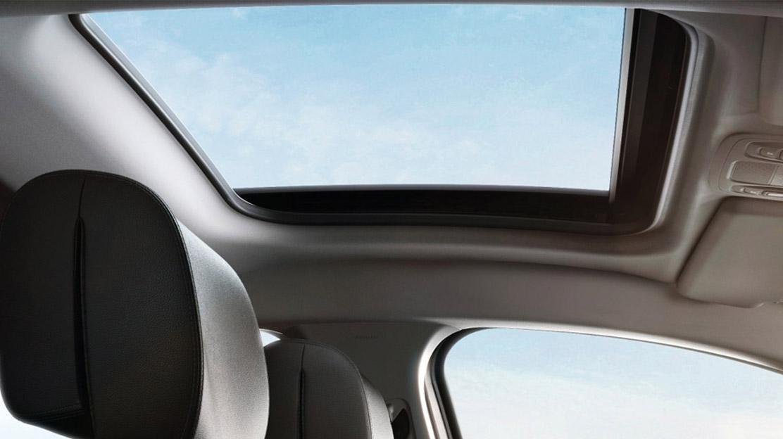 Panoramatické střešní okno - elektricky otevíratelné