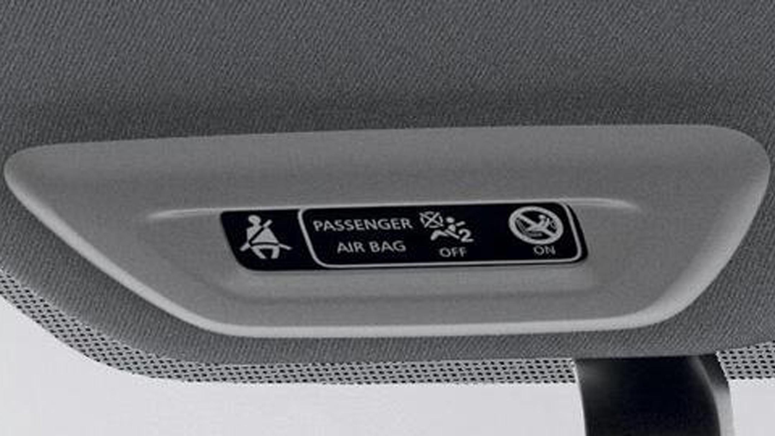 Sürücü ve ön yolcu emniyet kemeri takılı değil görsel ve sesli uyarı