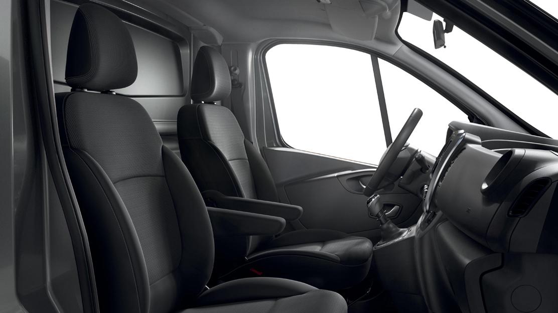 Asiento individual lado pasajero con regulación en altura, lumbar y apoya-codos