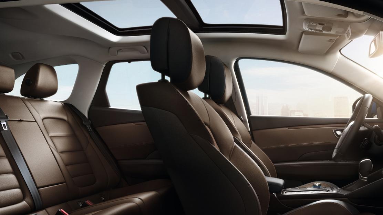 Panoramatické střešní okno - elektricky otevíratelné v přední části
