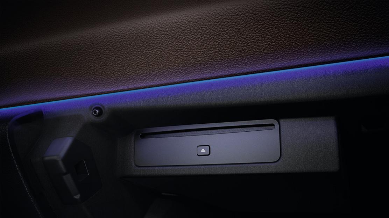 CD плейър в жабката на автомобила