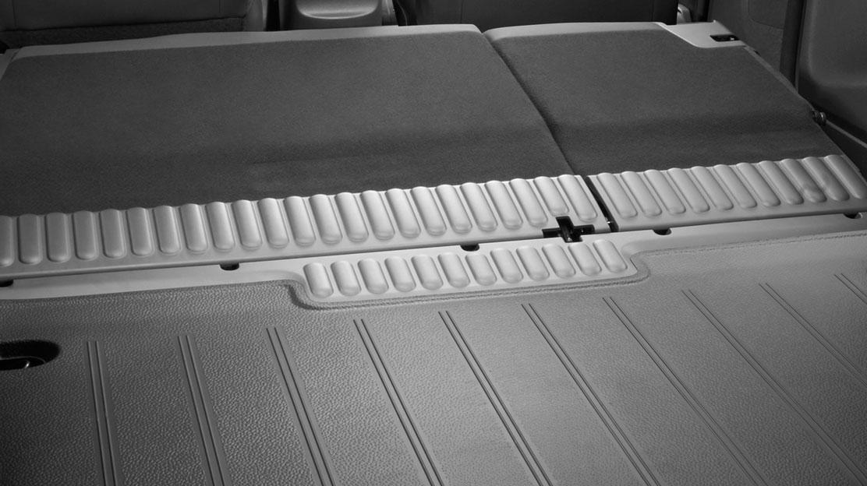 Gumový koberec na podlaze zavazadlového prostoru