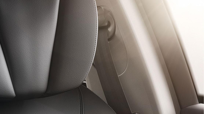 Zvuková a vizuální signalizace nezapnutých bezpečnostních pásů na všech místech