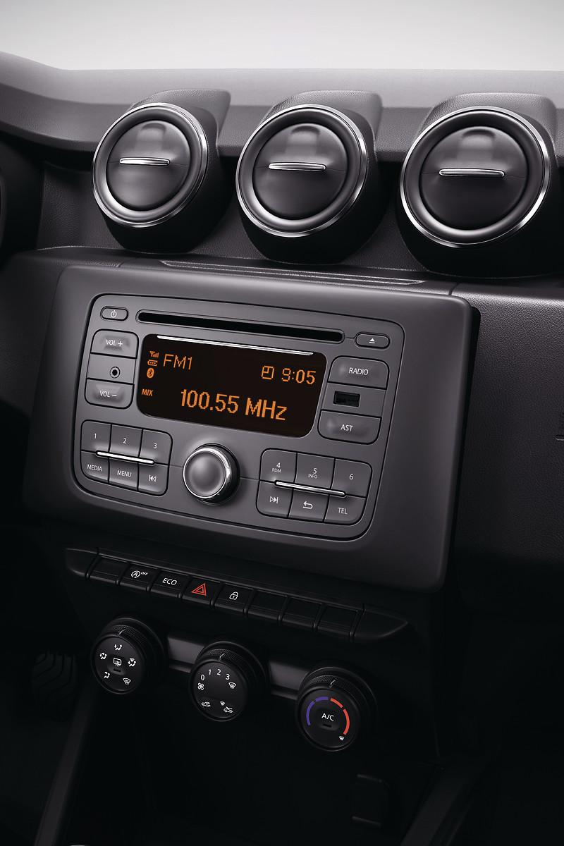 Магнітола (2 динаміки, MP3, USB, Bluetooth, AUX, управління на кермовій колонці, без CD)