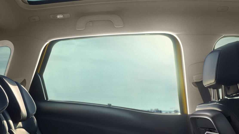 Sonnenjalousien an den hinteren Seitenfenstern