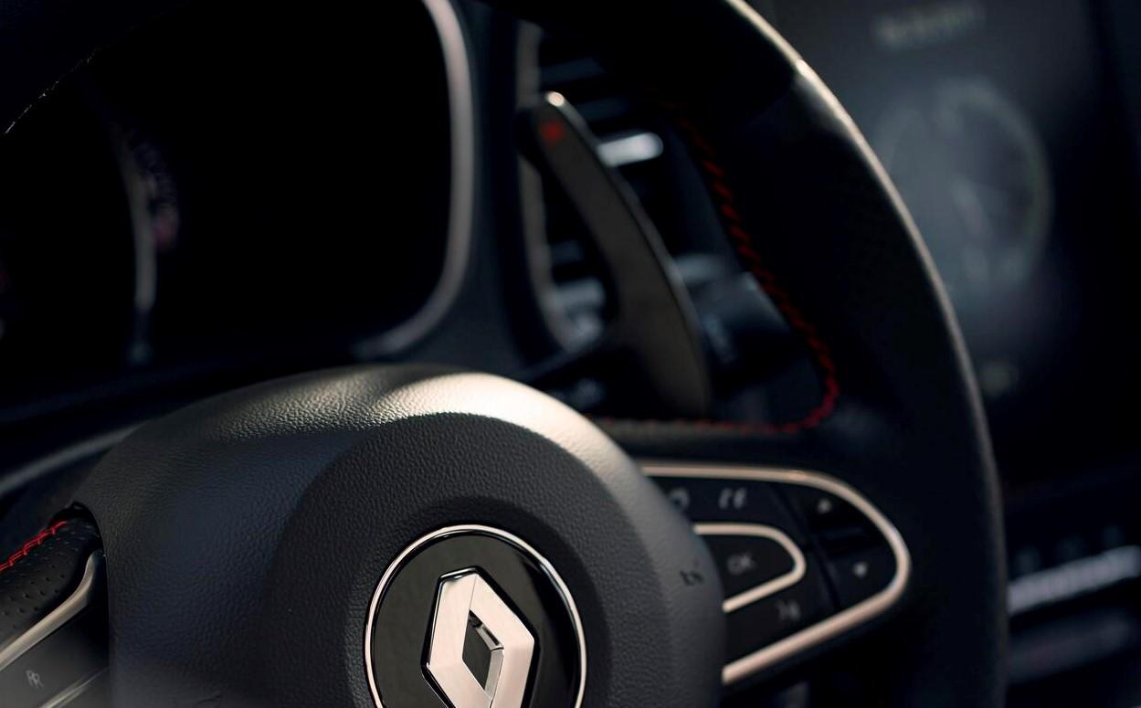 łopatki zmiany biegów przy kierownicy