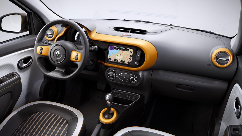 Personalizações interiores em amarelo - implica Volante em couro