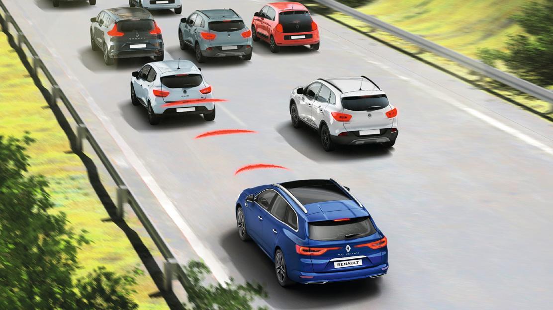 Bremsassistent mit automatischer Einschaltung der Warnblinkanlage bei einer Notbremsung