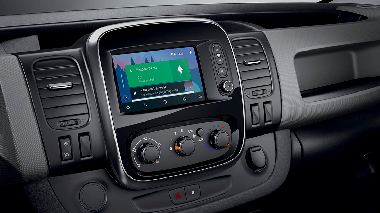 Compatible con Apple CarPlay™ y Android Auto™ para usar las aplicaciones de tu smartphone de una manera segura